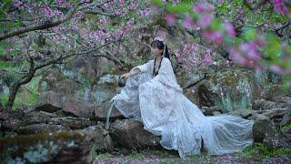 Make a peach blossom crown with silk flowers | 用绢花工艺做了套桃花发冠,带上爱人浪了一把春天丨Liziqi Channel