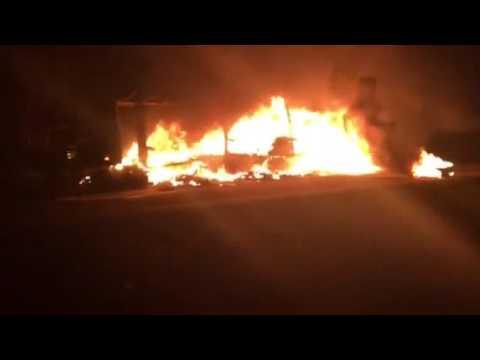 На трассе Харьков Днепр сгорела фура с обувью - YouTube