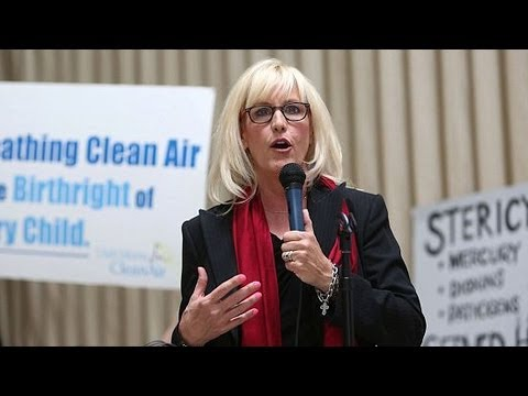 """Erin Brockovich: After Chemical Spill, West Virginians Organizing """"Stronger Than I've Ever Seen"""""""