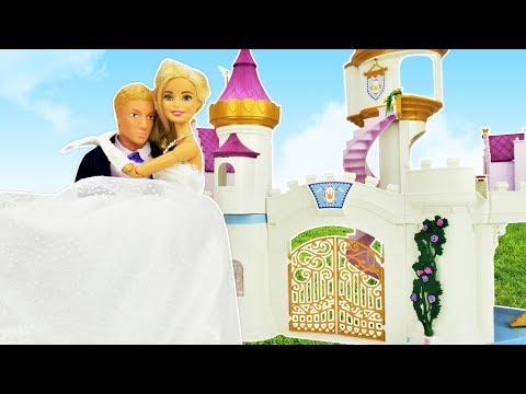 giochi-per-bambini-con-le-bambole-barbie.-il-vestito-da-sposa.-le-principesse-elsa-e-merida