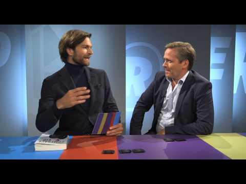 Anders Samuelsen bliver interviewet i Revolver