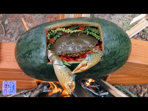 Cua Biển Luộc Trong Trái Dưa Hấu | Sinh Tồn Trong Rừng .Primitive Survival: Crab Cooking Watermelon