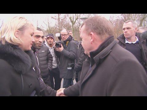 Uvidende Lars Løkke Rasmussen trykker hænder med Black Army-leder