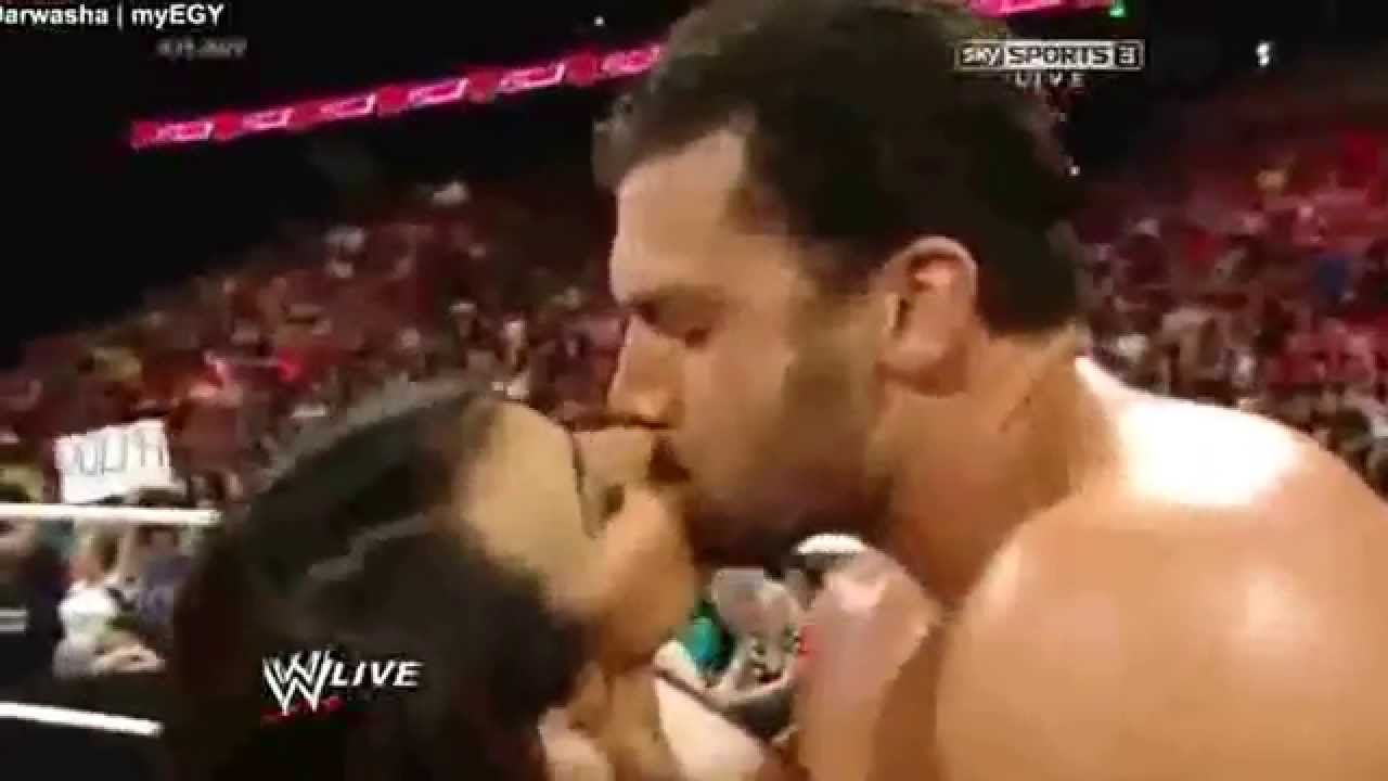 Is fandango dating layla in real life