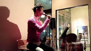 2010年3月13日。大阪は江坂の「SADE'S CAFE」にて行われたVise君のライ...