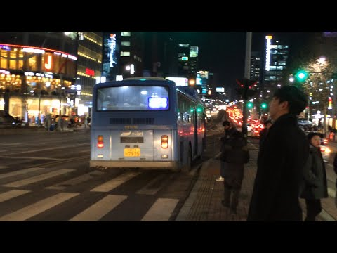Seoul Metropolitan Bus (BRT-Korea Corporation) Route 471 Bus leaving Nonhyeon Subway Station