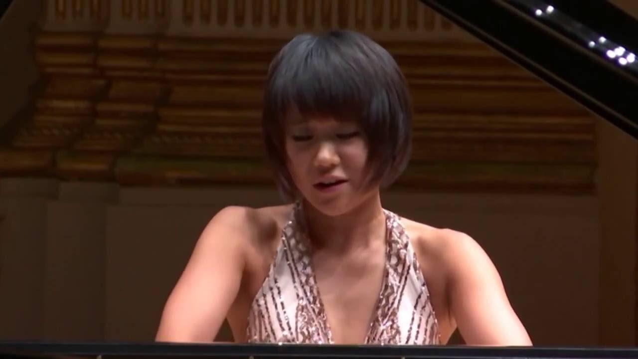 Yuja Wang thanking the orchestra   Music fashion, Wang