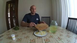 Смотреть видео Гусята в первые дни жизни: чем кормить, как содержать и ухаживать