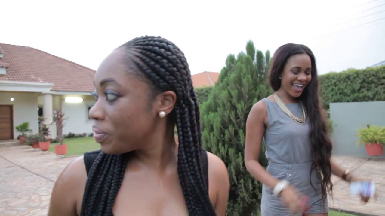 MOESHA BODUONG CAUGHT ON CAMERA WITHOUT FAKE HIPS. - YouTube