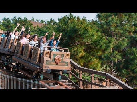 Big Grizzly Mountain Runaway Mine Cars Off Ride - Hong Kong Disneyland