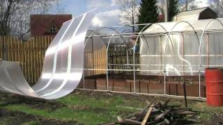 Видео ролик сборки теплицы из поликарбоната(В этом видео можно увидеть как происходит сборка теплицы из поликарбоната.Для начала необходимо демонтиро..., 2014-12-11T10:24:20.000Z)