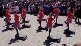 Hınıs 23 Nisan 2014 Step Dans Gösterisi Cumhuriyet İlkokulu 2. ve 3. Sınıflar