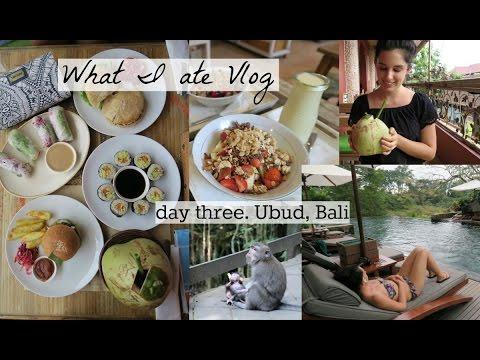 WHAT WE ATE - VEGAN FOOD | DAY THREE IN UBUD, BALI | YOGA & THE MONKEY SANCTUARY