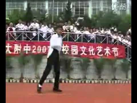 Học sinh TQ nhảy vũ điệu Huyền thoại Michael Jackson