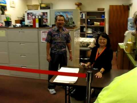 Swapping incandescent to CFL light bulbs with Hawaii lawmakers and staff