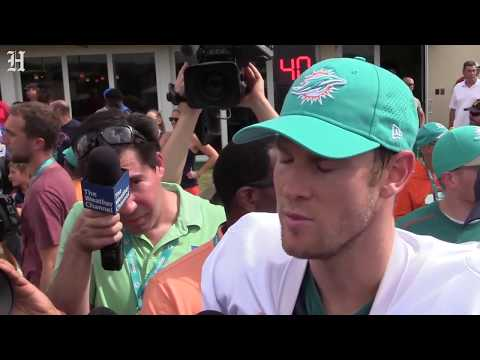 dolphins-tannehill-is-more-confident-with-kalen-ballage-after-tannehill-ejected-him-from-the-huddle