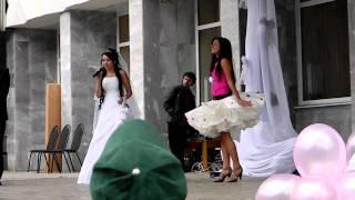 Дефиле невест- платье из бумаги