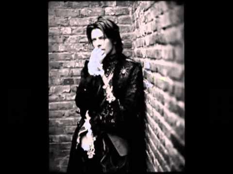 David Bowie - Modern Love (karaoke)