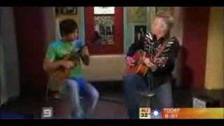 Tommy Emmanuel & Jake Shimabukuro: While My Guitar Gently Weeps