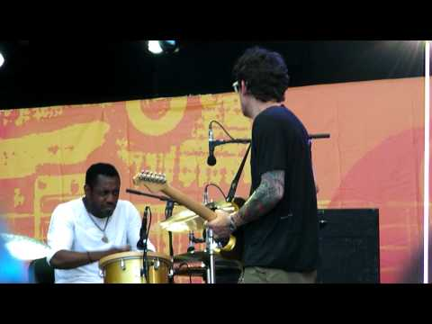 "John Mayer Trio – ""Vultures"" at Crossroads Festival"