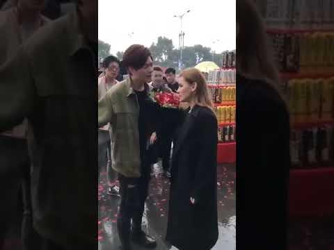 Русская девушка отказалась выйти  замуж за китайца;предлогавшим ей сердце и руку, машину ломбарджини