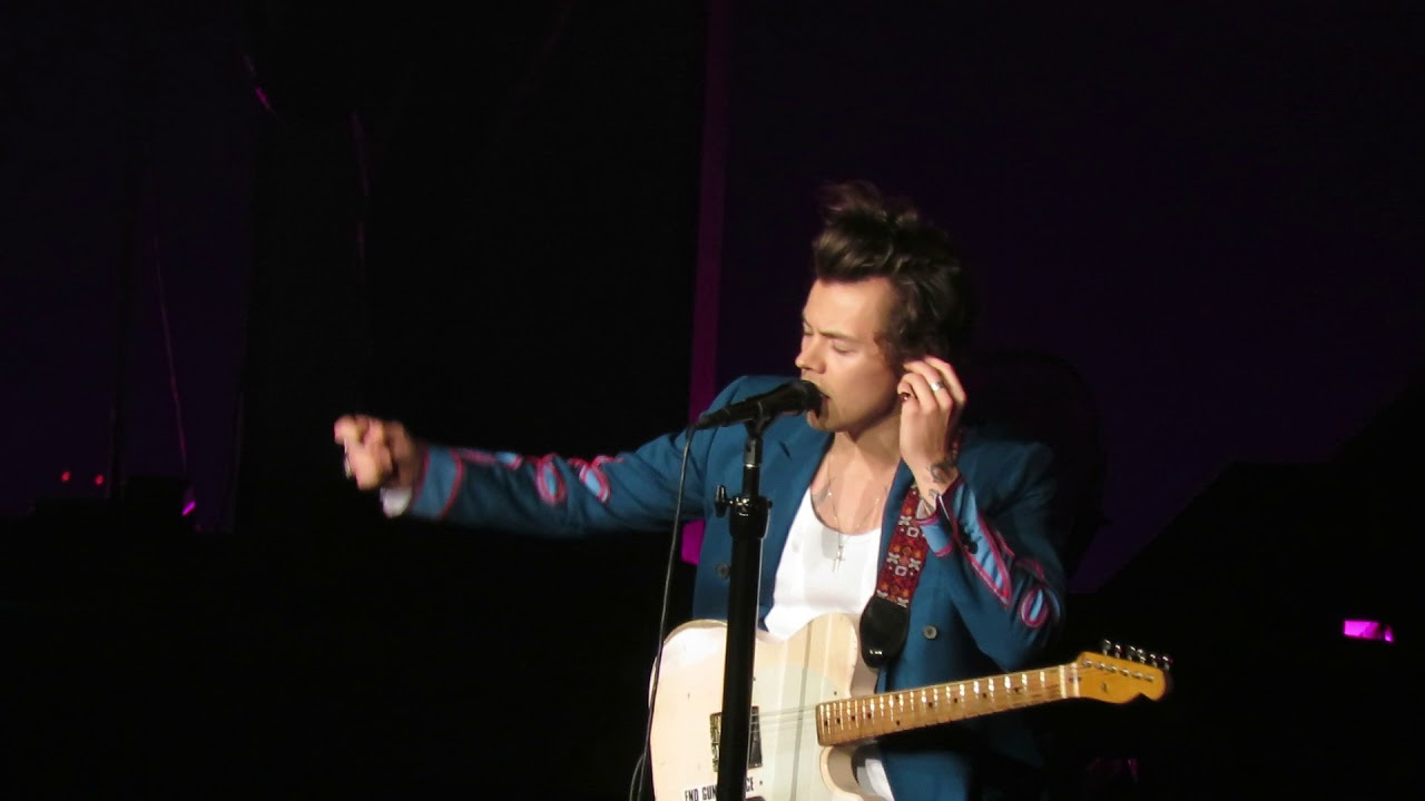 Harry styles talking to the audience at madison square - Harry styles madison square garden ...