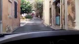 Cabtaxis à la Cadière d'Azur , roule dans le village.