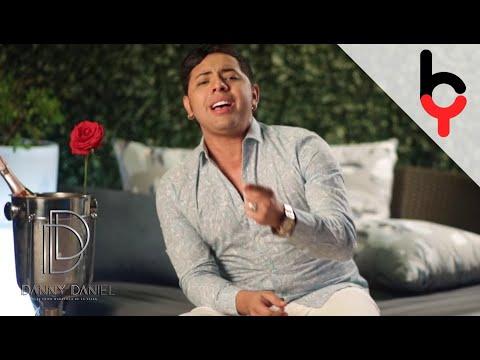 Danny Daniel - Le Hace Falta Un Beso [Video Oficial]