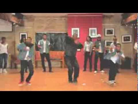 Azonto group dance