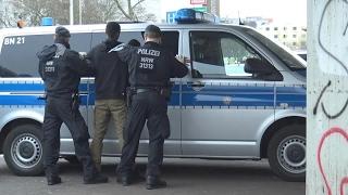 Exklusiv: Großkontrollen Drogenkriminalität in Bonn-Tannenbusch am 01.02.17 + O-Ton