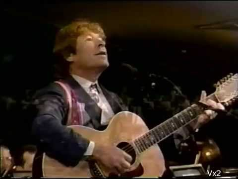 JOHN DENVER sings America the Beautiful.  Symphony & choir conducted by Erich Kunzel 1995. Stereo