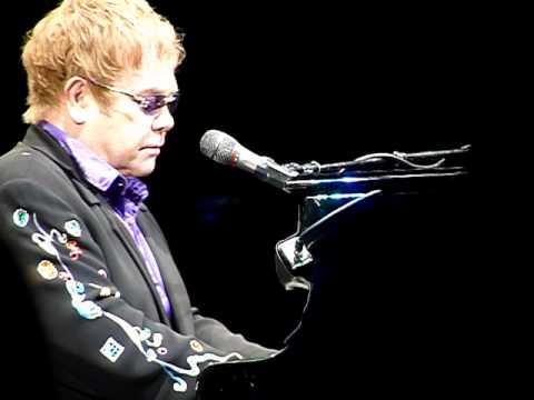"""ELTON JOHN """"Candle In the Wind"""" La Crosse, WI 5/4/11 - YouTube"""