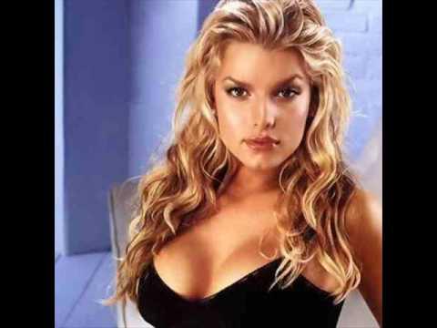 The Best Female Singer... Christina Aguilera Hurt