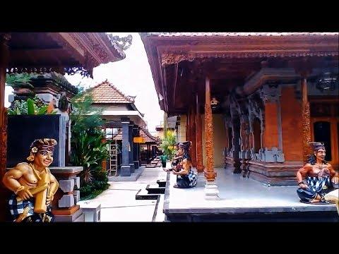 Wisata Rumah Adat Tradisional Bali ( Gapura Candi Bentar )