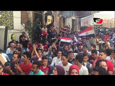 بـ «الطبلة والأعلام» مقاهي وسط البلد ممتلئة بالمشجعين لمساندة مصر أمام أوروجواي  - 17:21-2018 / 6 / 15