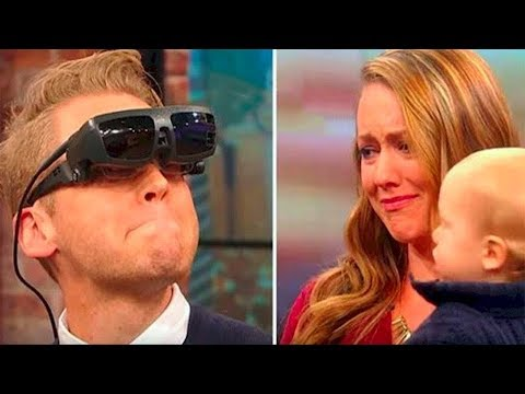 Слепой мужчина ВПЕРВЫЕ увидел свою жену и сына - Видео приколы ржачные до слез