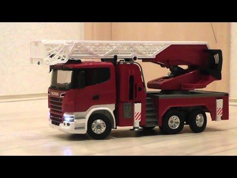 der-feuerwehreinsatz-mit-dem-bruder-feuerwehrauto-(fire-fighting-with-a-bruder-fire-truck)
