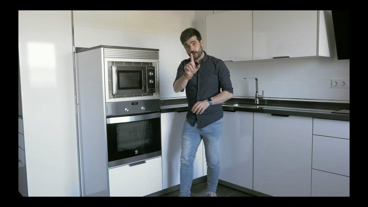 Cocinas moderna color blanco seda mate cocinas santos for Cocinas modernas youtube