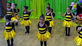 Abelhinhas, minha filhinha Gabriela no grupinho de ballet de Jardim Carapina. thumbnail