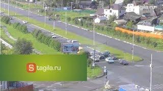 В Нижнем Тагиле 8 машин пострадало в ДТП(25.06.2014 г. в 20:25 на Черноисточинском шоссе произошло ДТП. Scoda Octavia врезалась в стоящие на светофоре машины...., 2014-06-26T04:26:41.000Z)