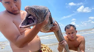 Primitive Technology with Survival Skills: Fish Trap Giant Amazing and Unique Cooking (Conger)