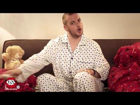 Sergiu si Andrei & Alina Eremia - Dorm In Sufragerie (parodie Alina Eremia - A fost o nebunie)
