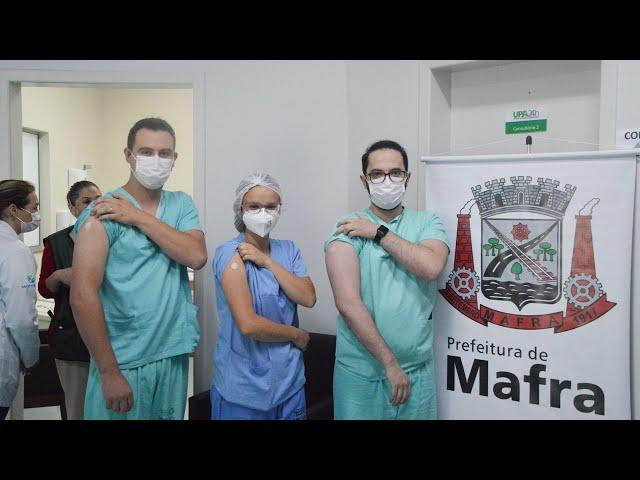 Três profissionais de saúde são os primeiros imunizados em Mafra