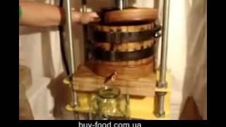 Производство подсолнечного масла в домашних условиях(Производство подсолнечного масла в домашних условиях. Узнайте как можно делать сырое подсолнечное масло..., 2012-05-06T14:48:54.000Z)