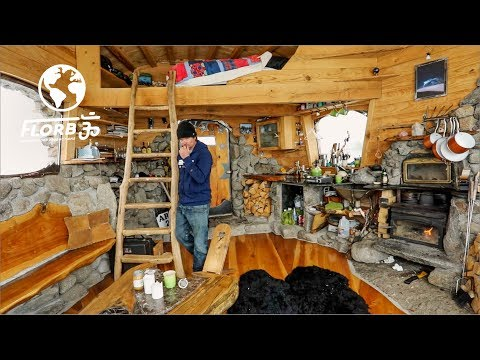 SNOWBOARD PRO Built a Sublime OFF-GRID TINY HOME