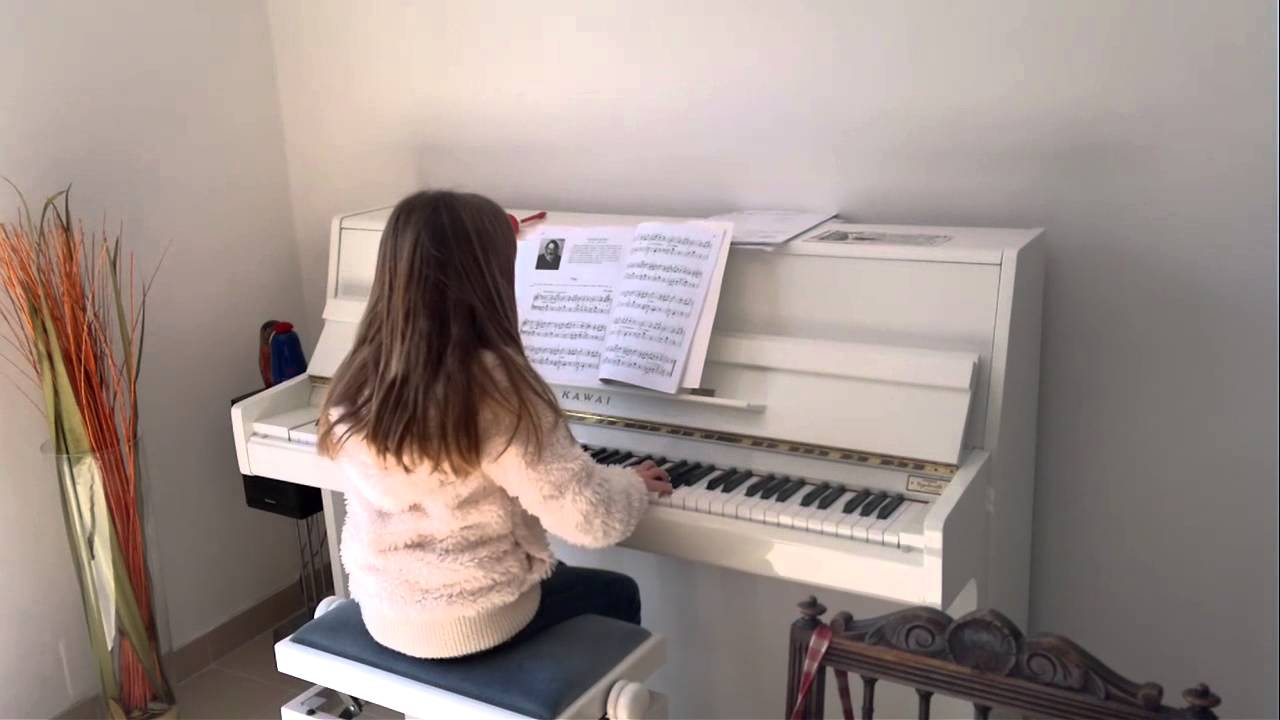 ma fille joue du piano youtube. Black Bedroom Furniture Sets. Home Design Ideas