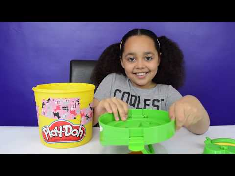 IT'S GUMMY!! DIY - Giant Gummy Play Doh Character Bucket | Candy & Sweets Review