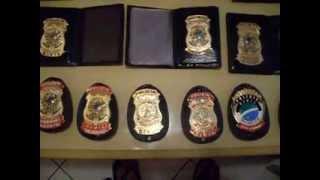 Distintivos e carteiras para autoridades e policiais de vários estados brasileiros.