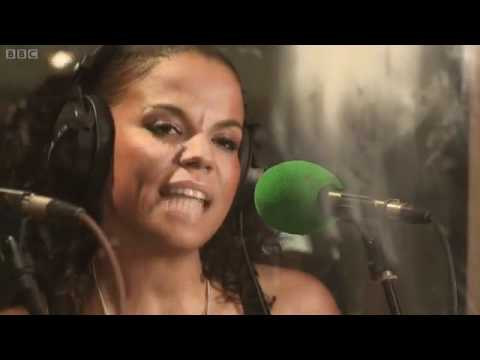 DJ Fresh - Gold Dust (BBC Radio1 Live Lounge)