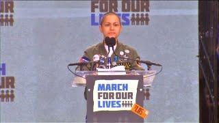 Contre les armes, le silence ému d'Emma Gonzalez